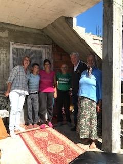het hele gezin van de ijverige bouwvakker woont nu in hun eigen woning.