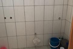 tegelwerk is afgemaakt in hun wasruimte